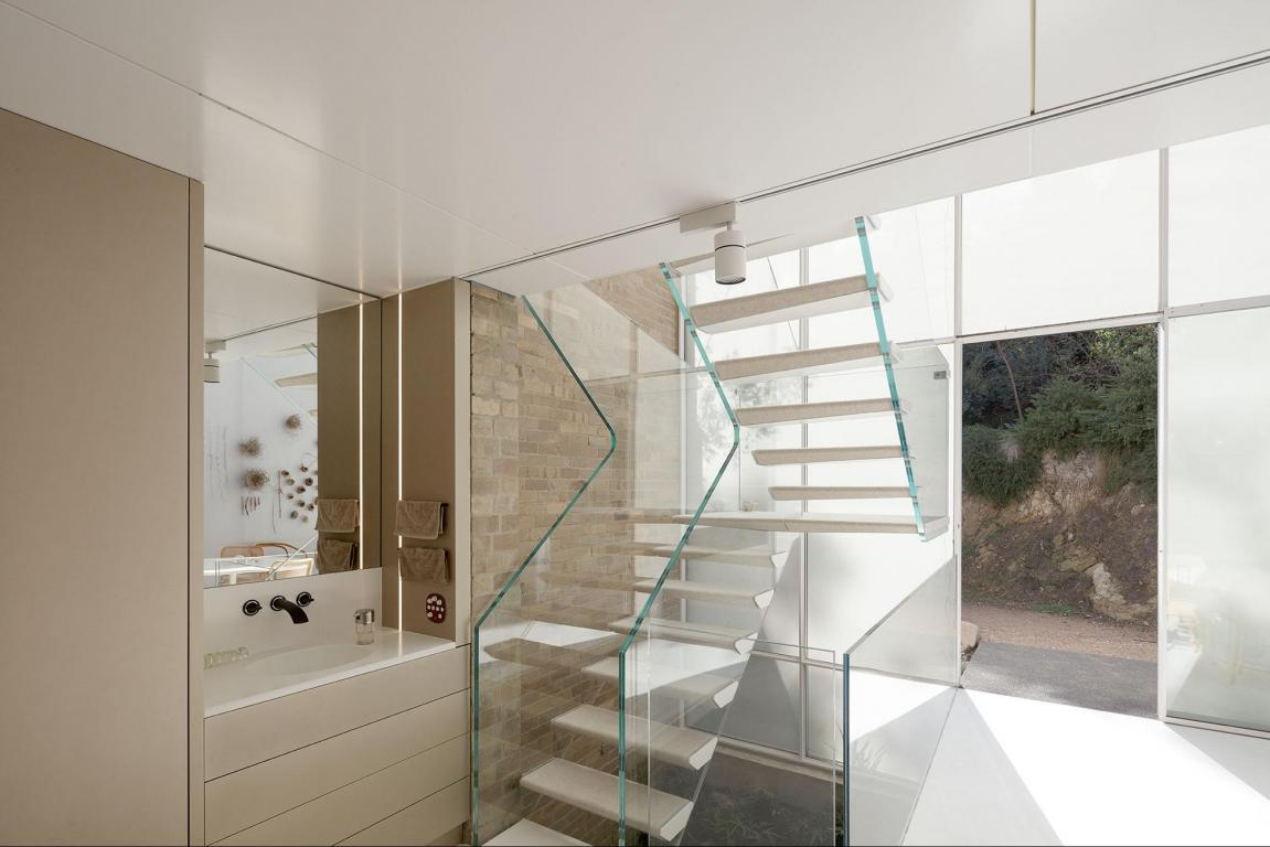 glass-nature-light-–-featherston-house-unit-2