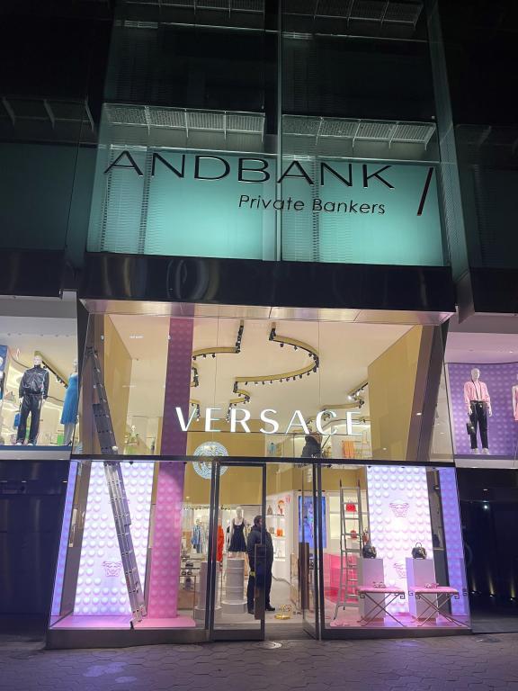 versace_stores