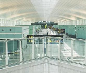 barcelona-airport-inside-saflex-acoustic